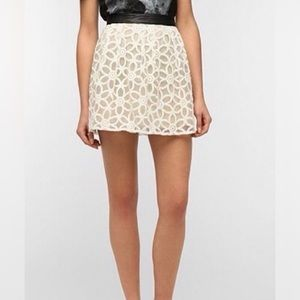 UO / PINS & NEEDLES / LACE OVERLAY SKIRT